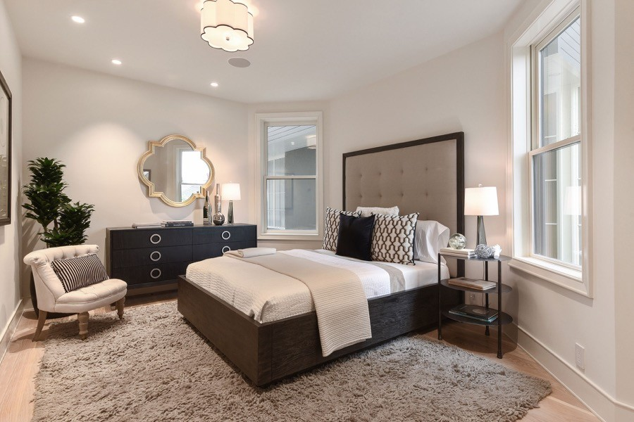 Broadway Elegant Bedroom With Multiple Windows, Decorative Mirror, Modern Bed And Large Rug